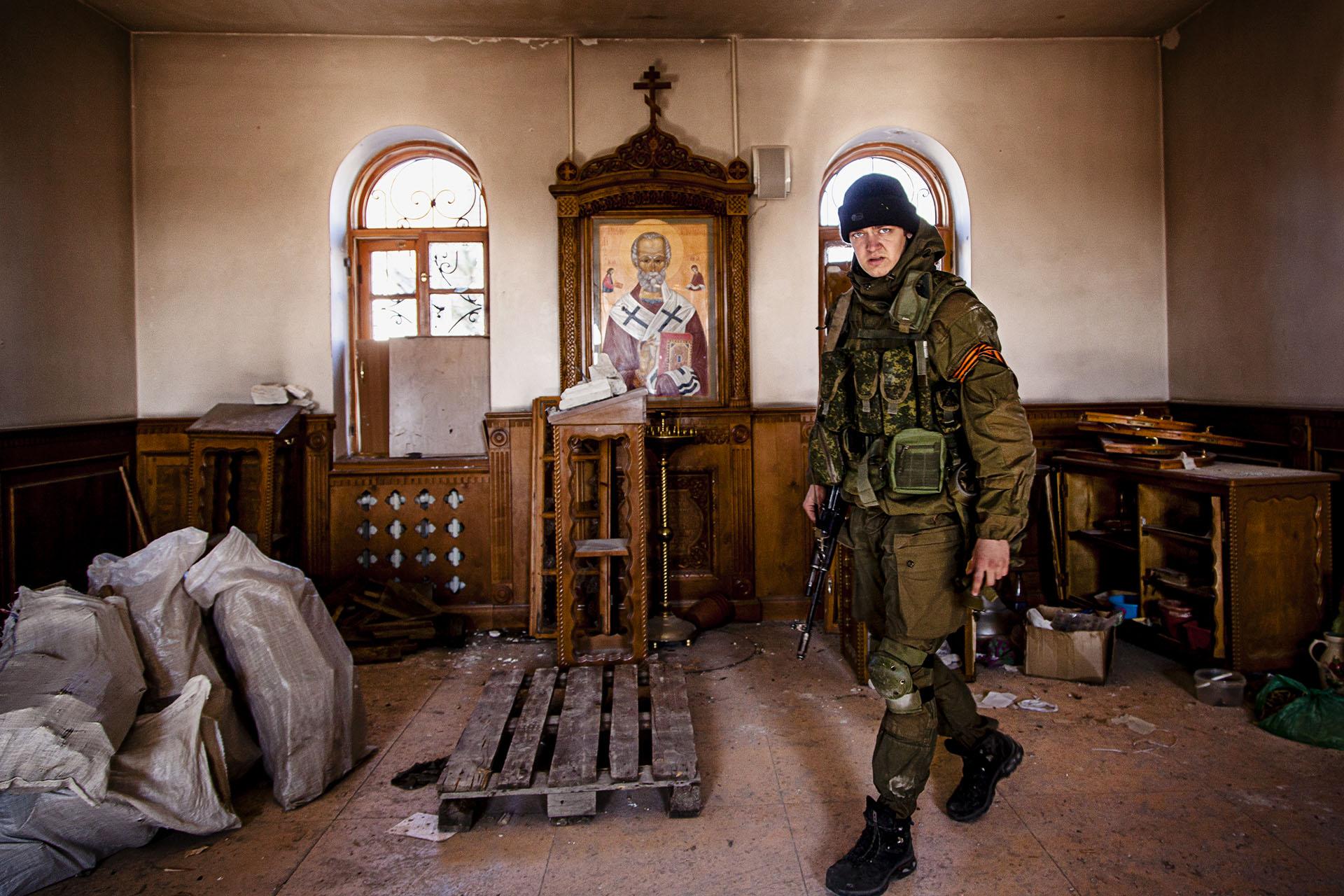 Interior de una iglesia Ortodoxa escenario de enfrentamientos
