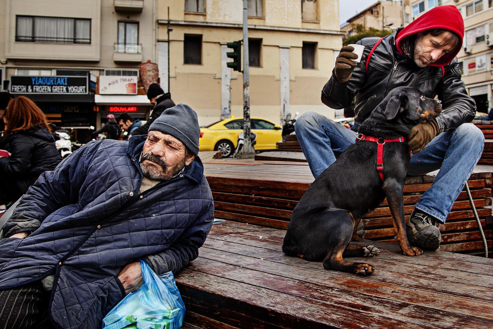 Los principales problemas de los helenos están relacionados directamente con su situación: el 60% están preocupados por el desempleo, un 46% por la situación económica y un 22% por la deuda del Gobierno