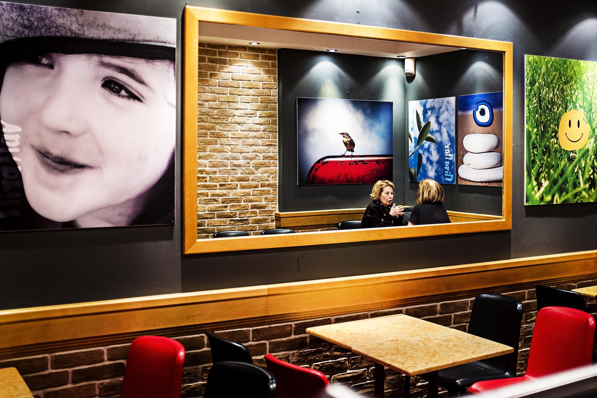 Imagen de un café en el centro de Atenas