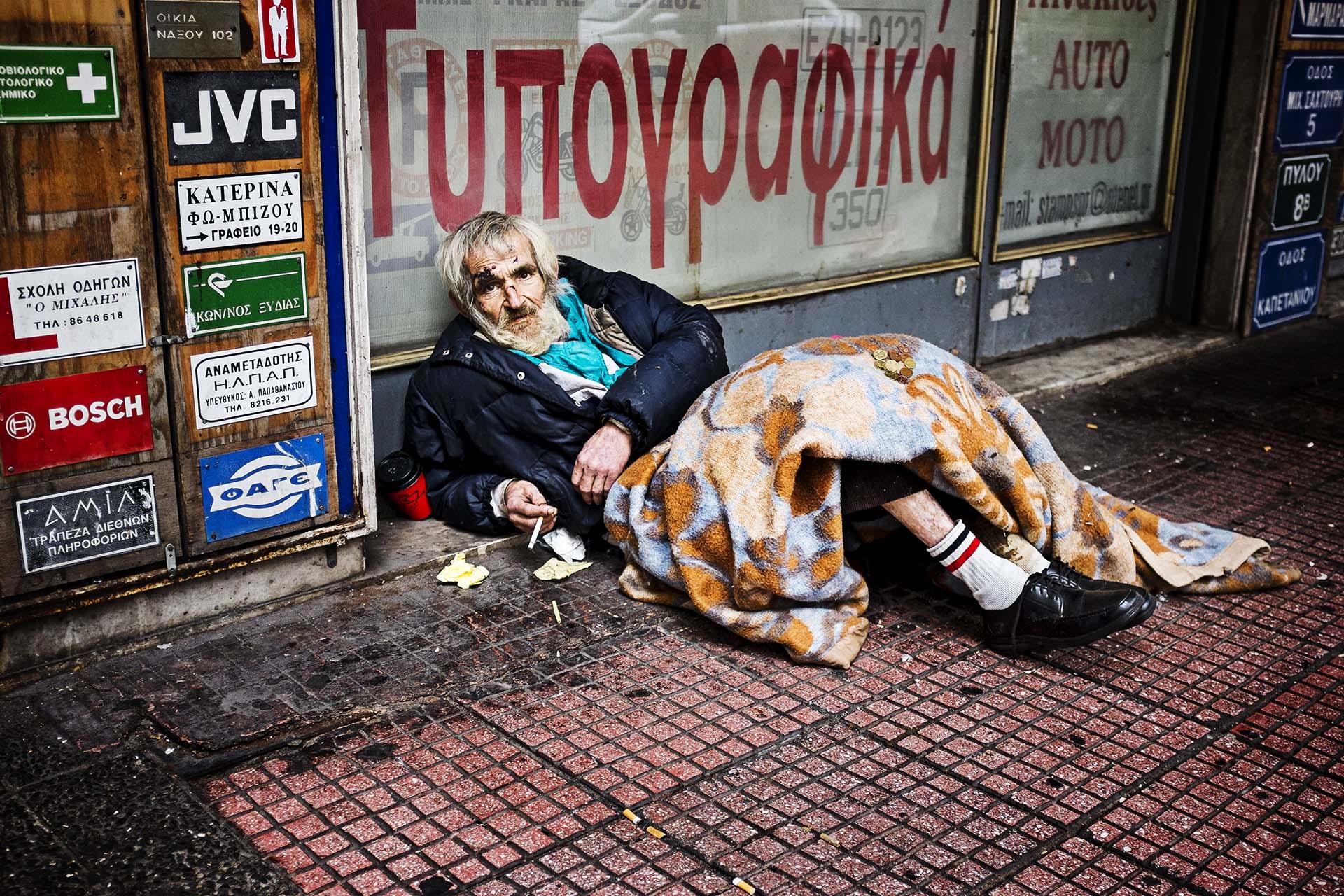 la tasa de población en riesgo de pobreza y exclusión se sitúa en Grecia en el 35,7% (datos oficiales de 2013)