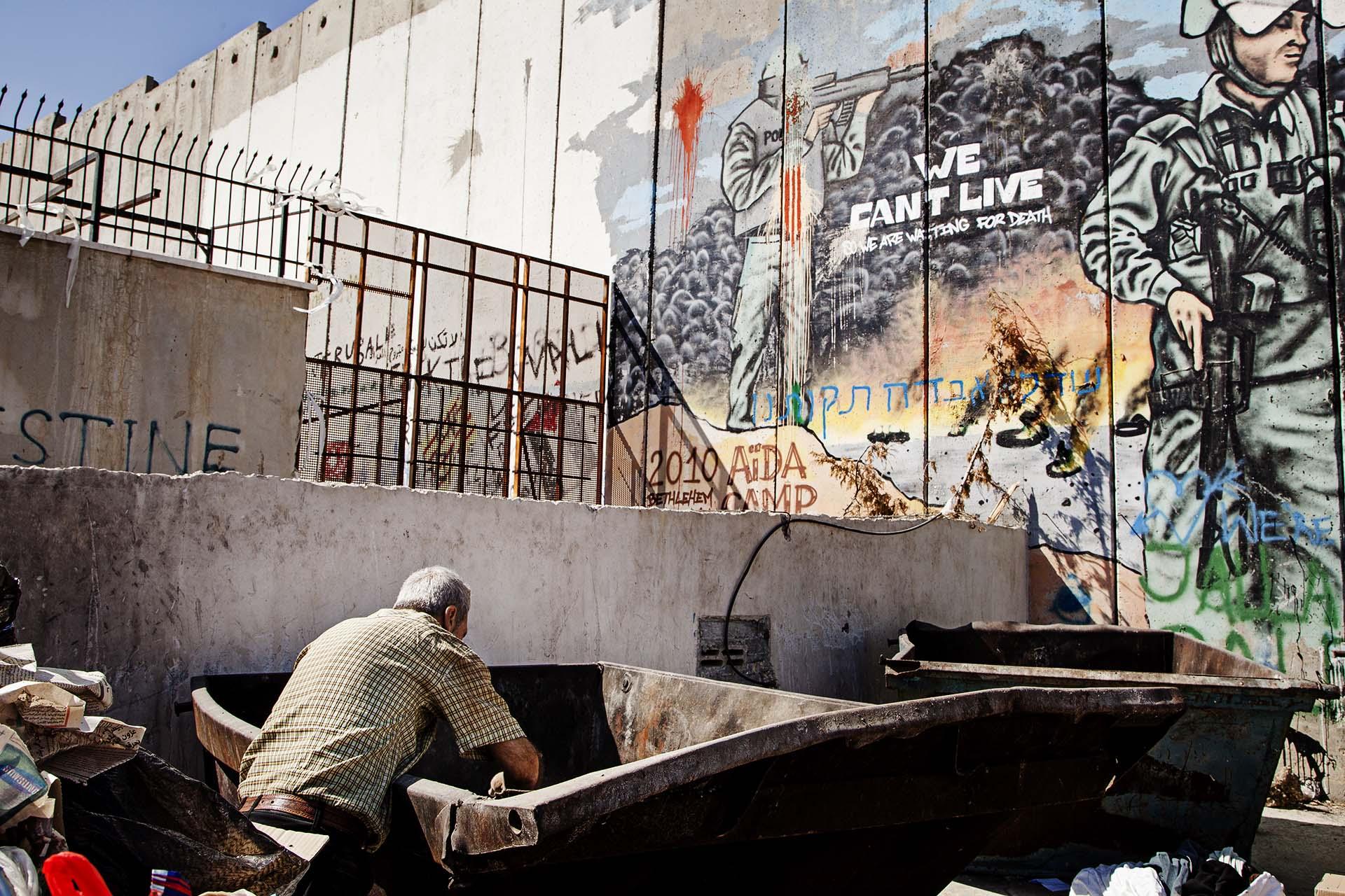 """No podemos vivir, por lo que estamos esperando a la muerte"". Campo de refugiados de Aïda."