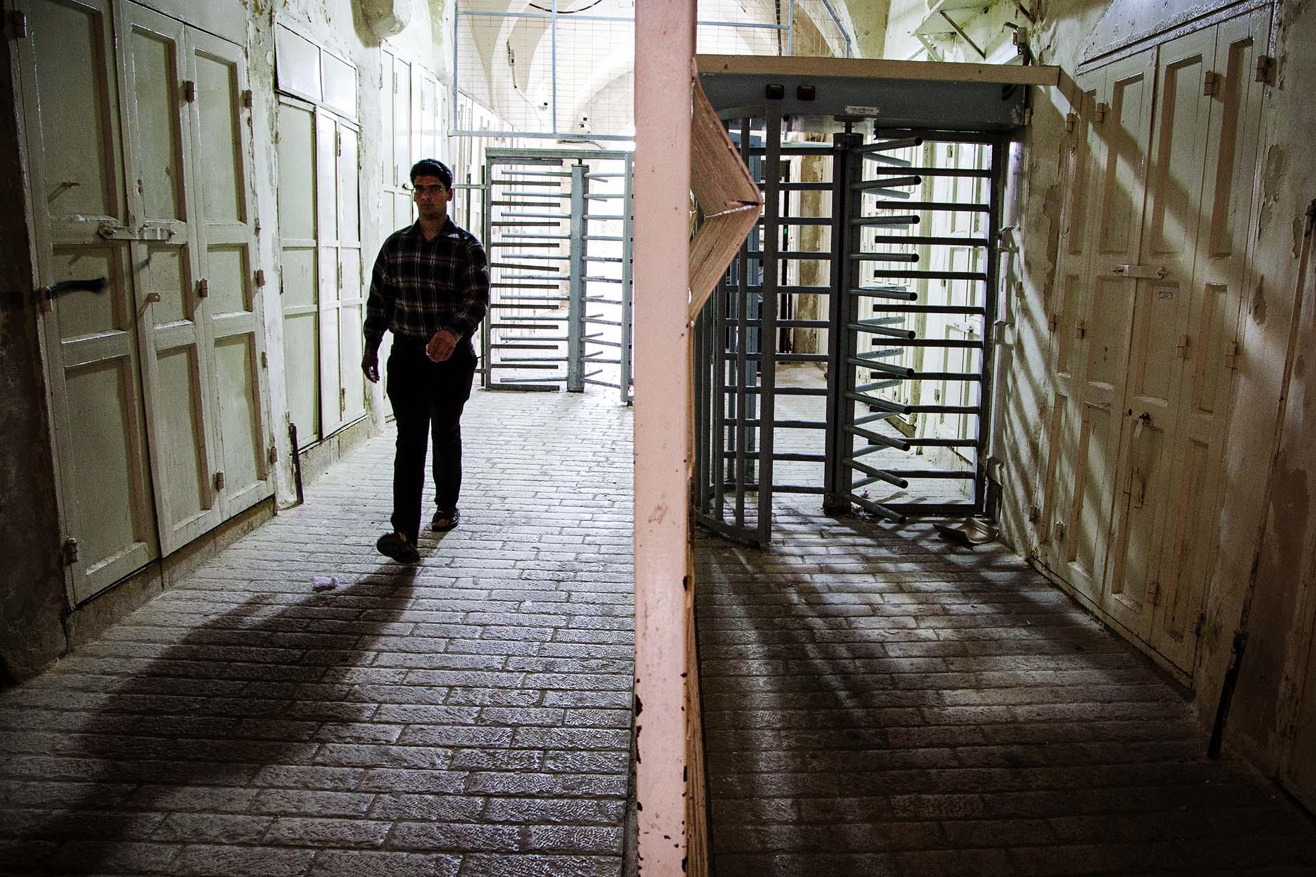 Control en el que murió un joven tiroteado por la Policía de Fronteras israelí  el 25 de abril de 2015, por atacar supuestamente con un cuchillo a un guardia. Inmediaciones de la Tumba de los Patriarcas, Hebrón.