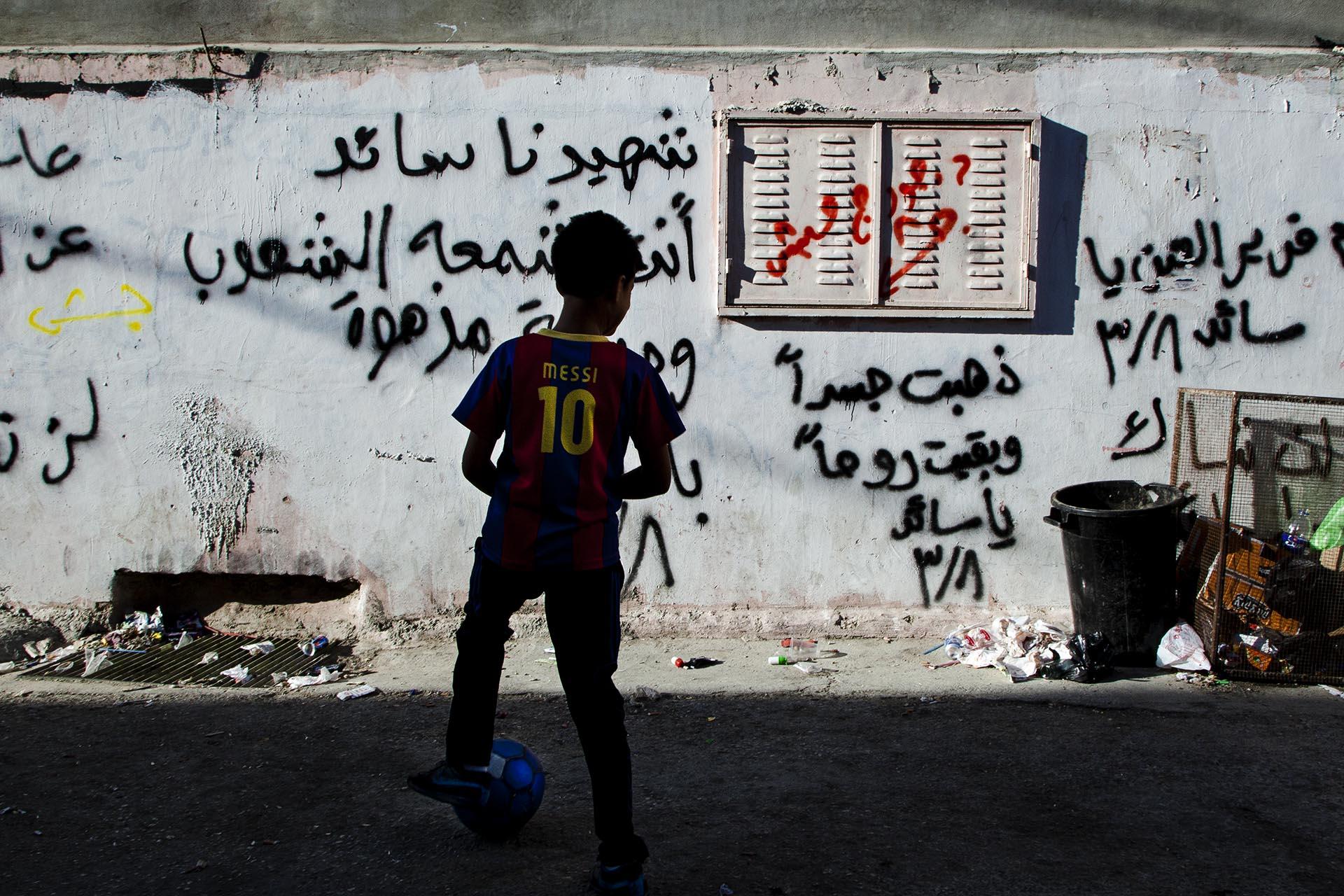 El fútbol es una de las pocas válvulas de escape para los niños palestinos.
