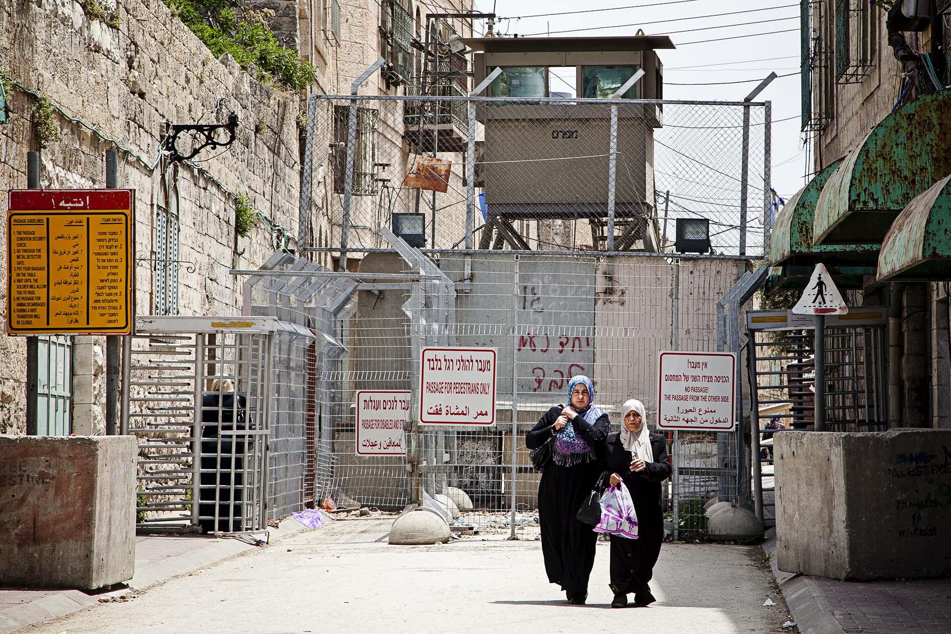 El centro de Hebrón es una zona completamente militarizada.