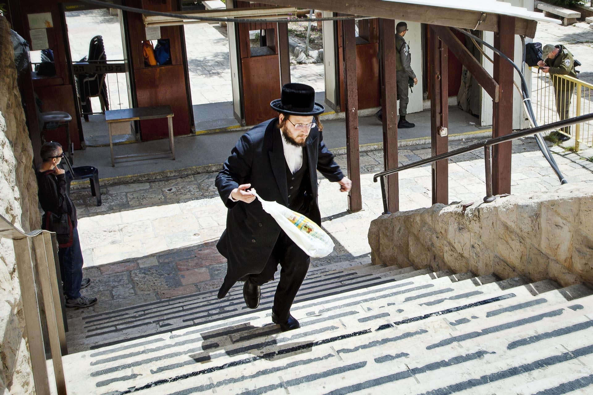Allí vive una colonia de unos 700 colonos radicales, protegidos por 650 militares israelís