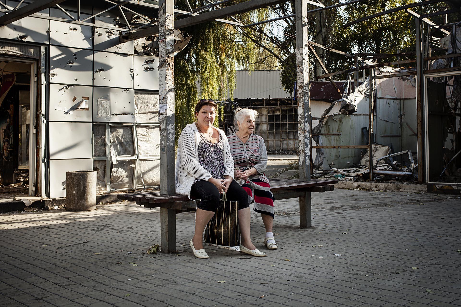 La población intenta recuperar poco a poco la normalidad a pesar de las dificultades / (barrio de Oktobersky - Donetsk).