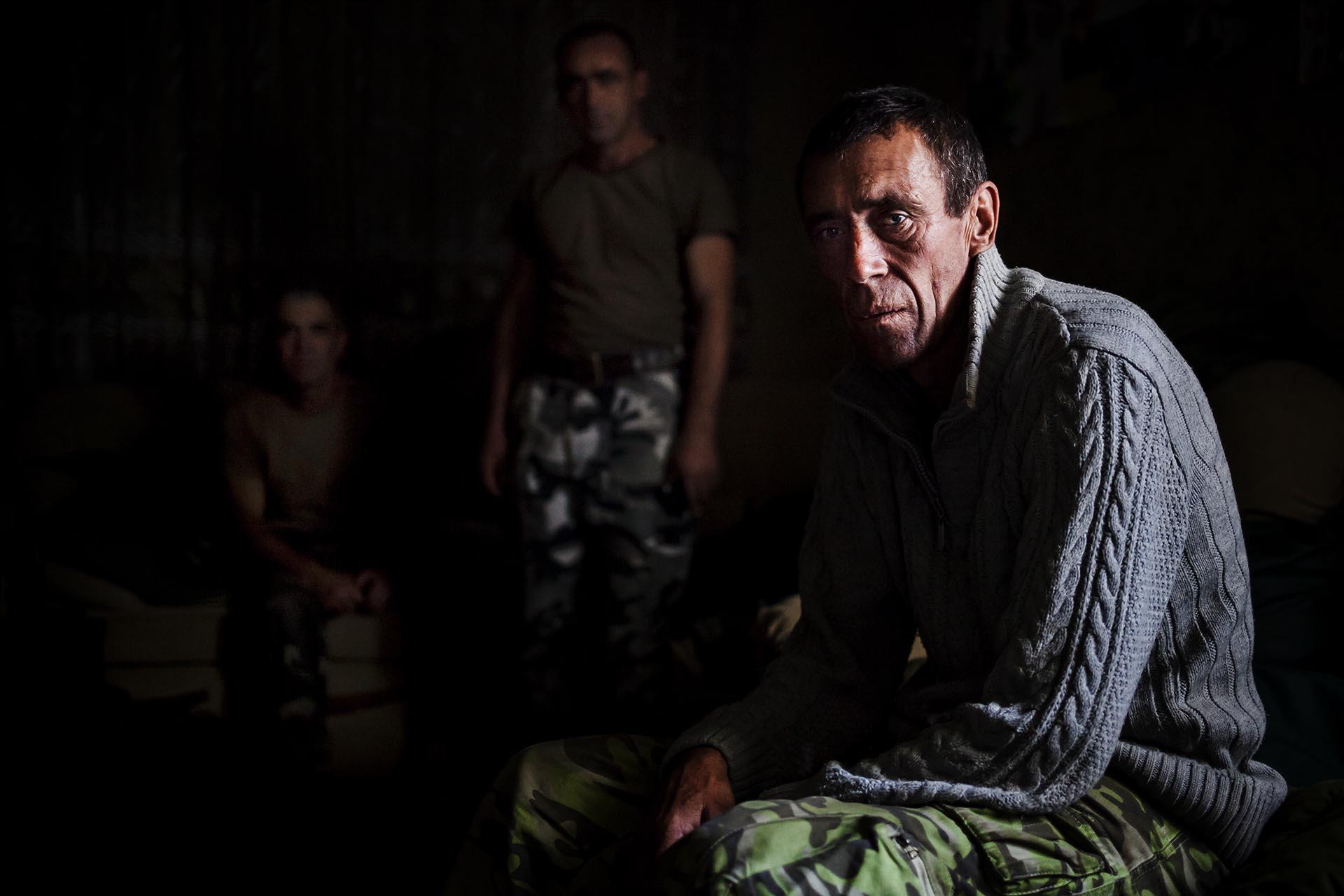 Soldados ucranianos descansando antes de su guardia / (Artemovsk).