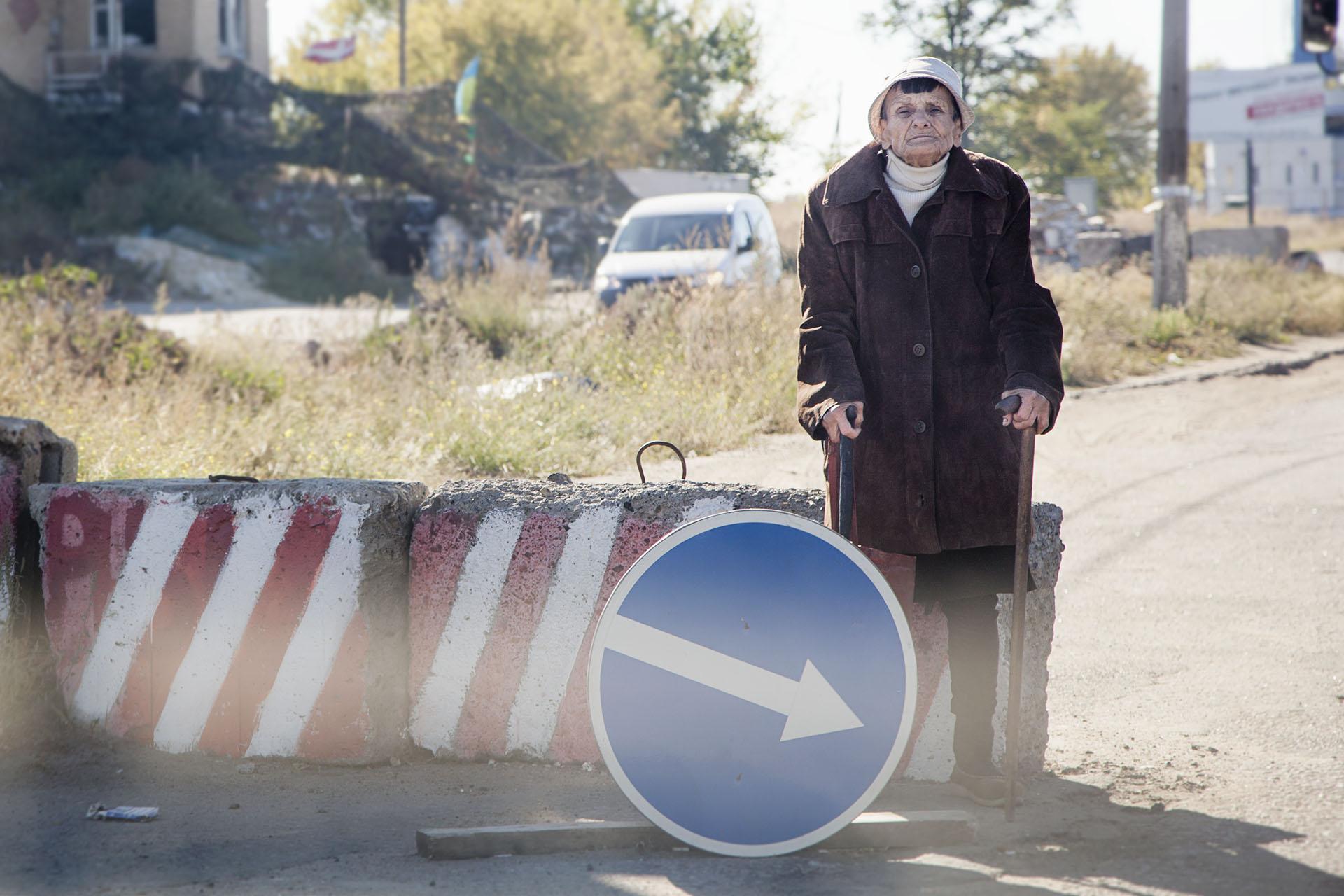 Las restricciones a la movilidad son una dura carga para la población / (Kramatorsk).