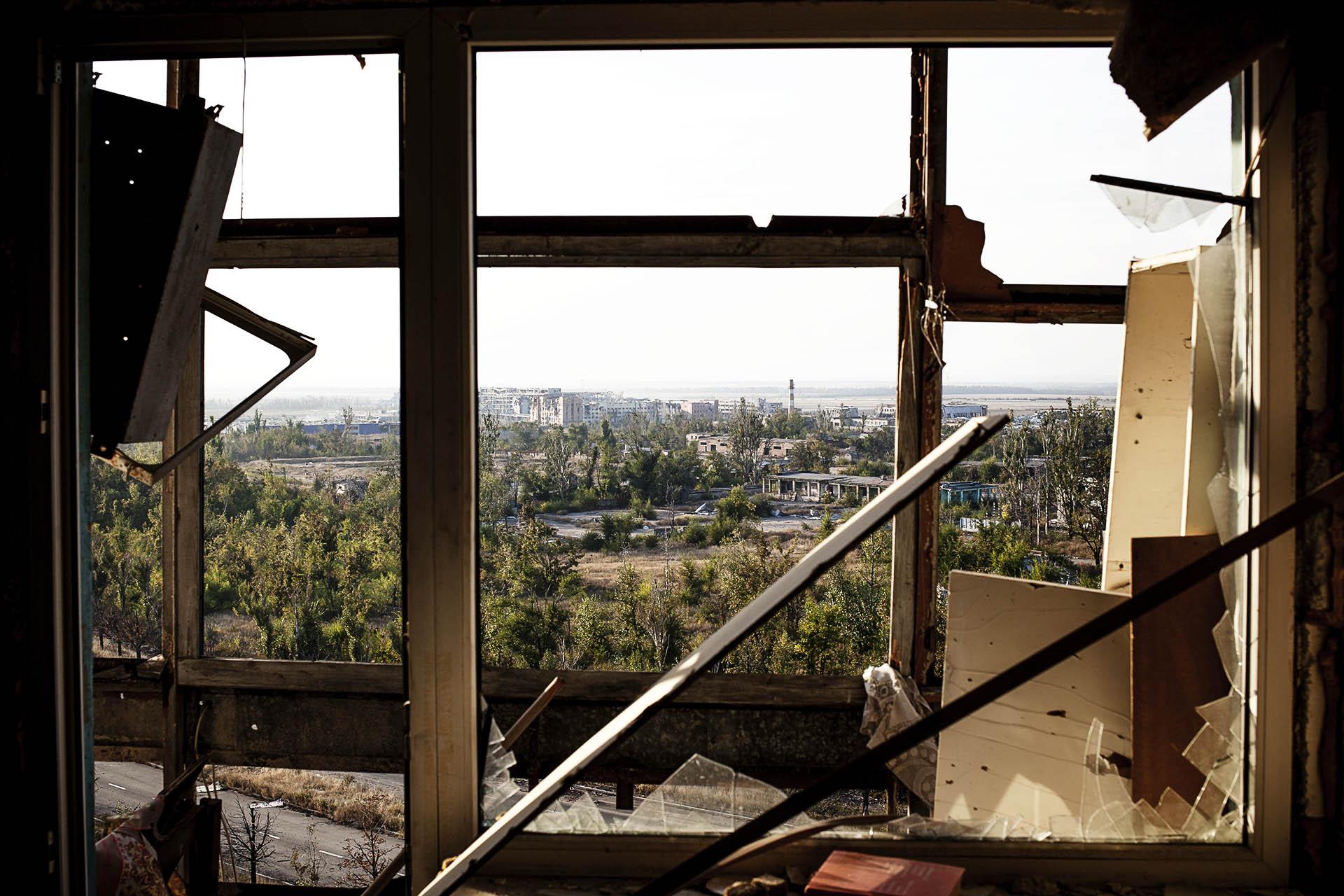 Imagen del aeropuerto de Donetsk, completamente destrozado, desde un edificio cercano / (Donetsk).