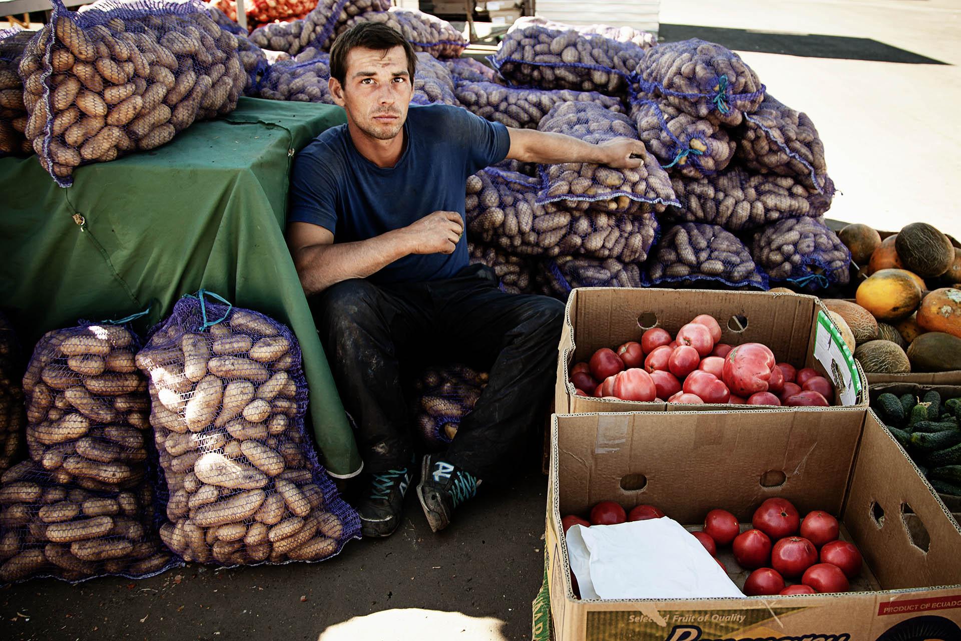 Los mercados están bien abastecidos, al menos de productos básicos / (Donetsk).