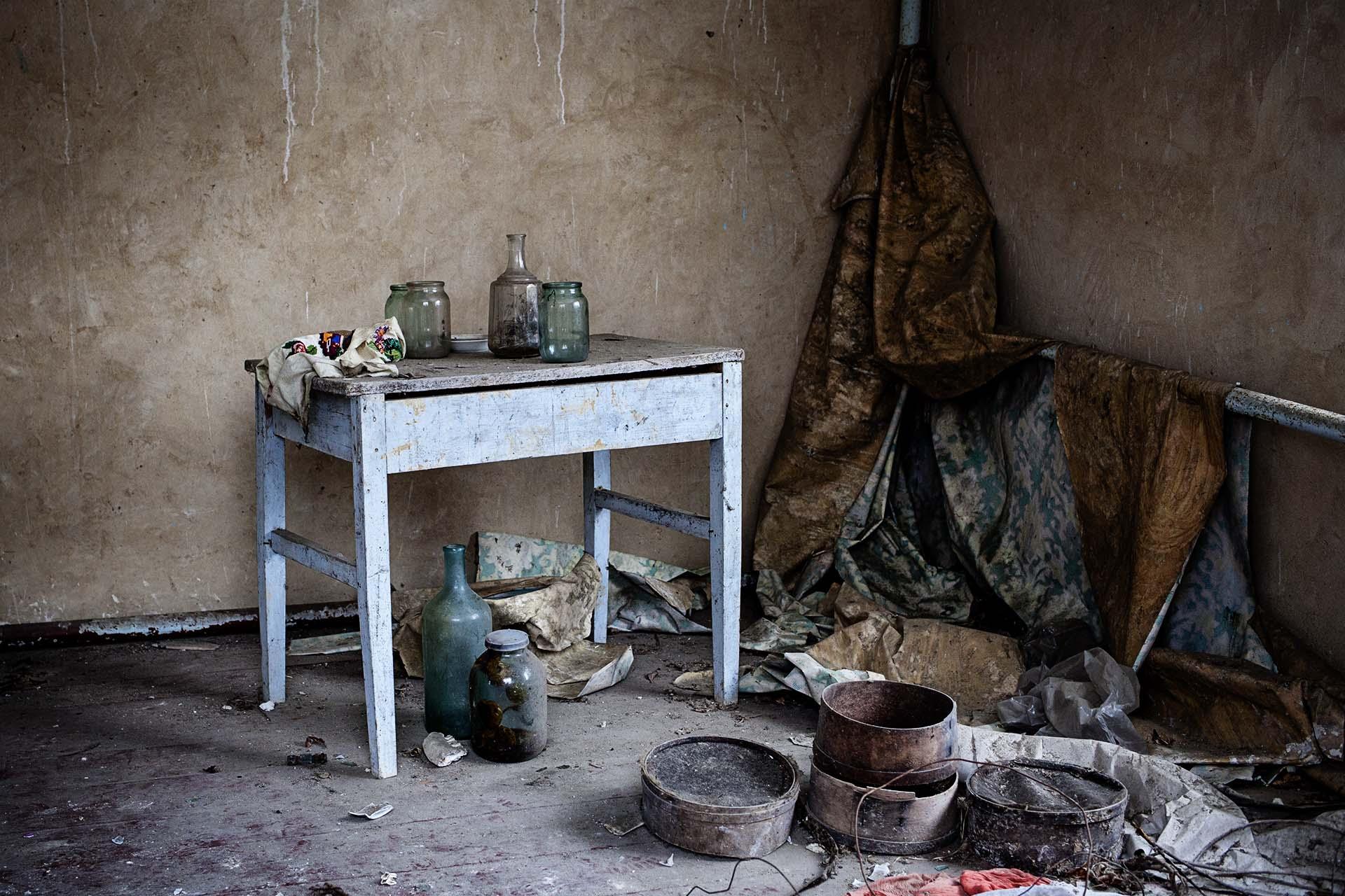 Imagen del interior de una casa abandonada.