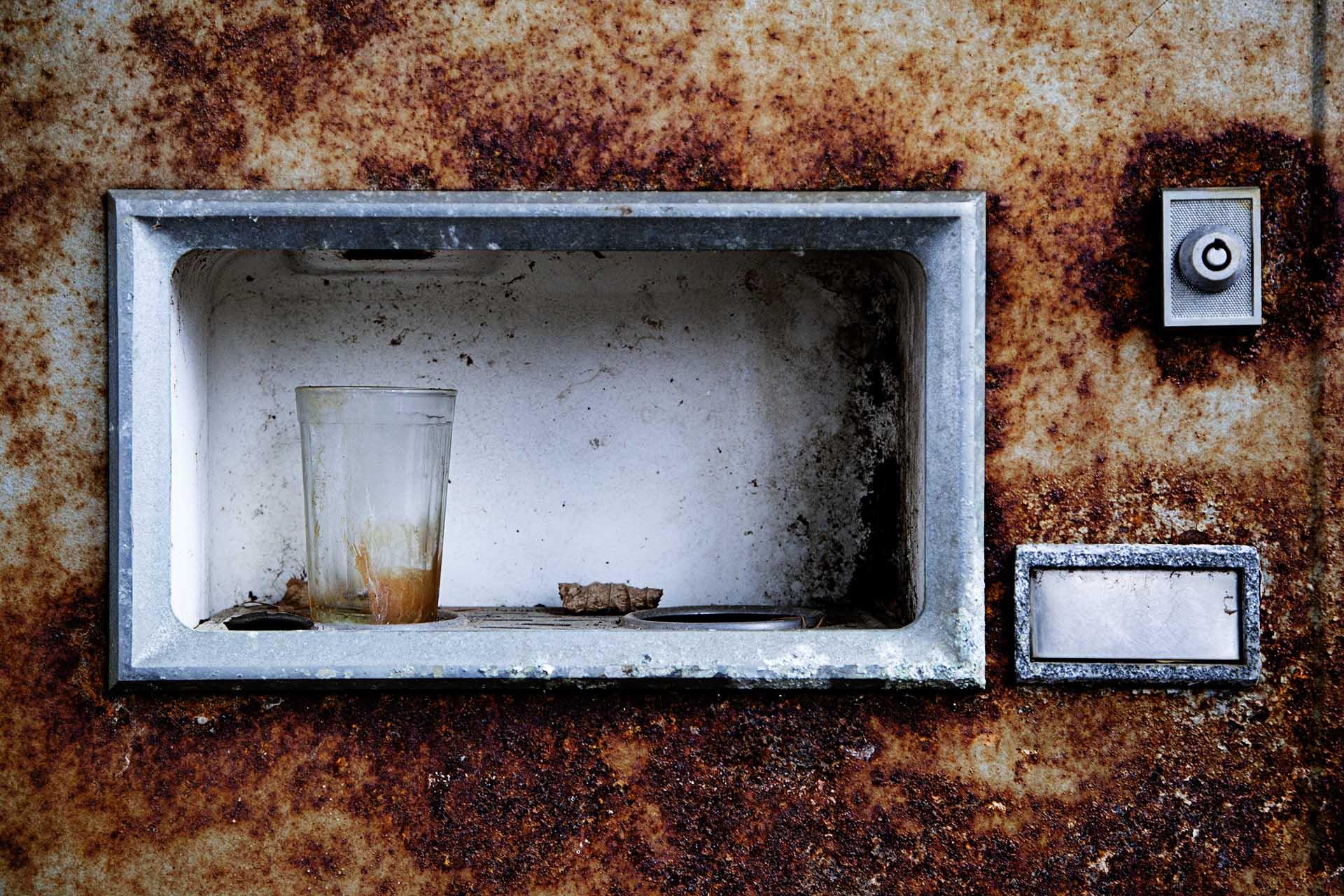 Imagen de una máquina expendedora de refrescos en el embarcadero de Pripyat.