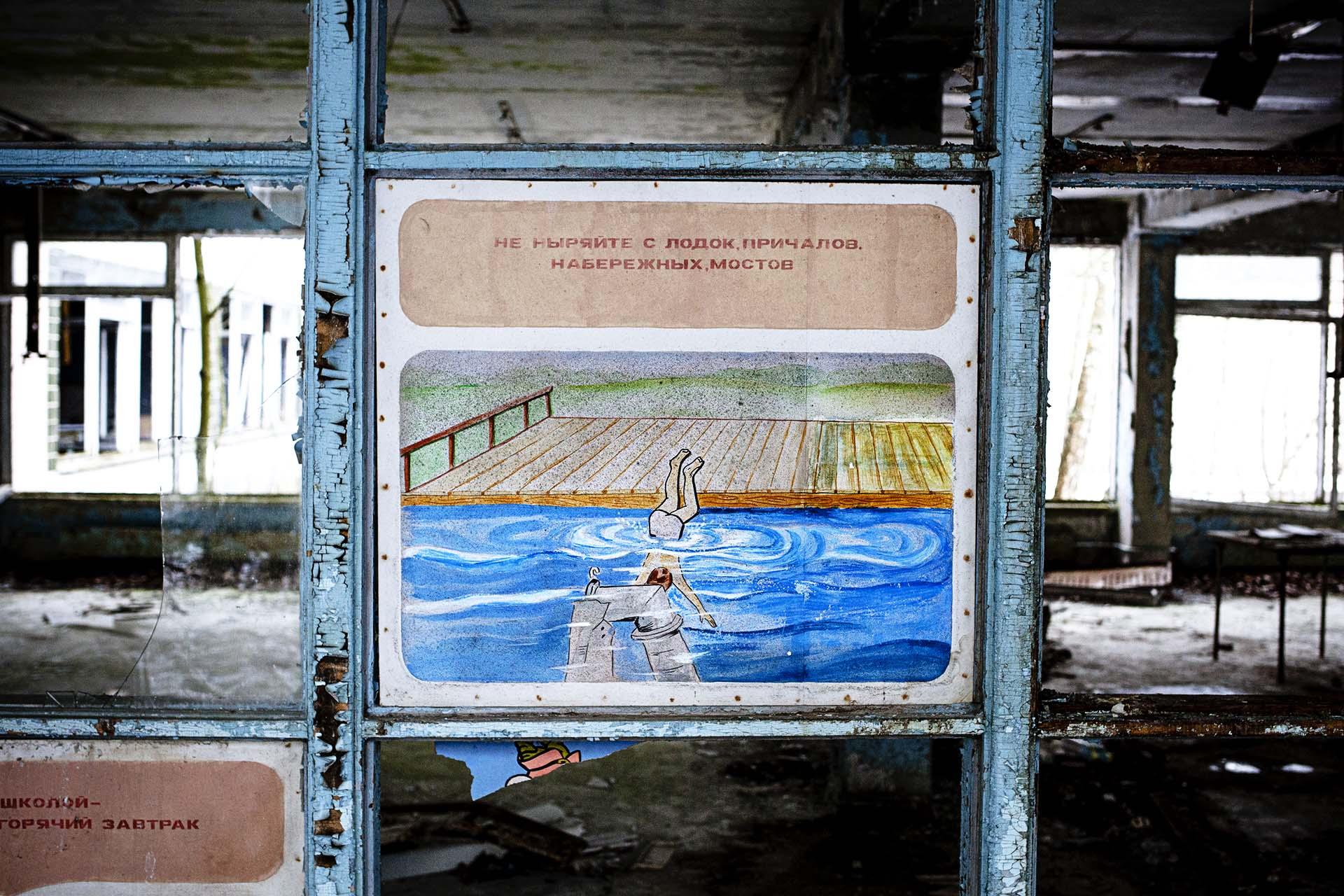 Cartel de advertencia para los alumnos del antiguo colegio de Pripyat.