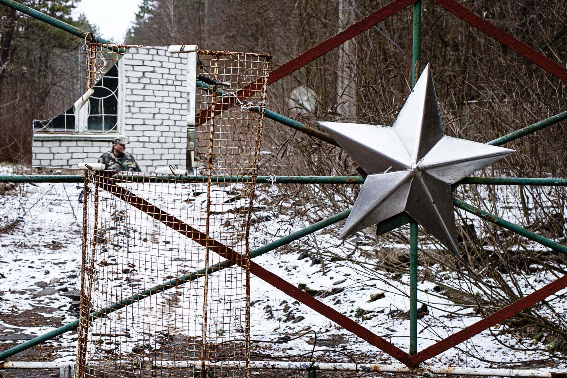 Entrada a las instalaciones militares abandonadas.