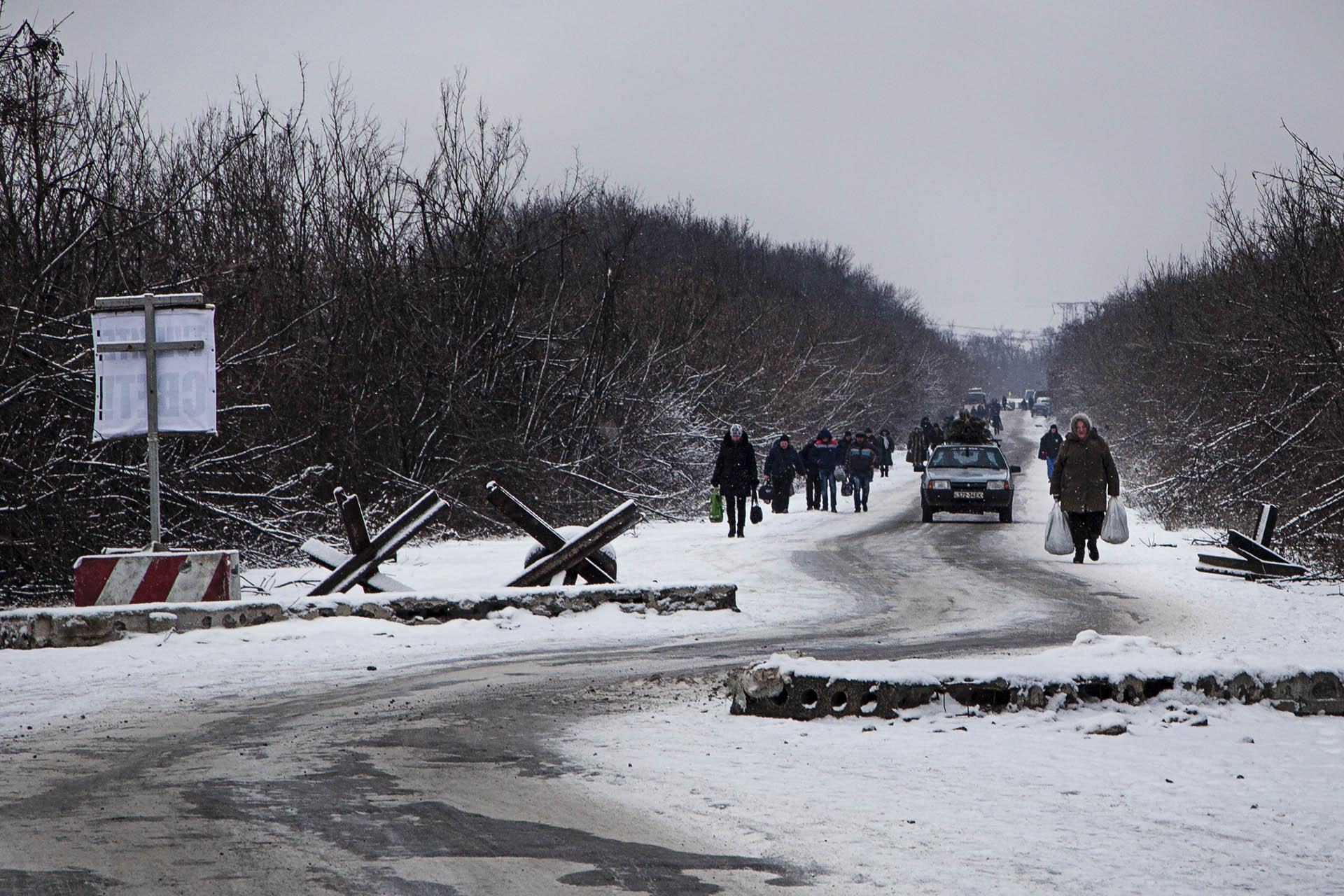 Civiles llegando a territorio de la RPD desde Ucrania.