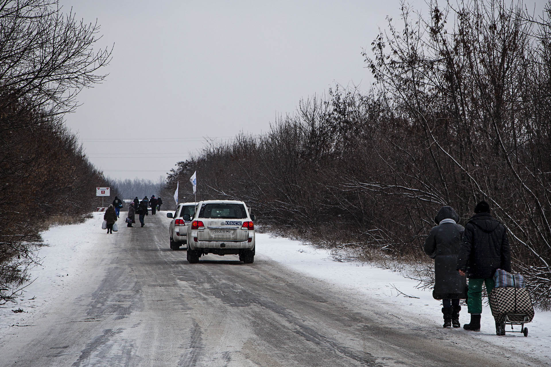 La presencia internacional se reduce a algunos observadores de la OSCE. Ninguno de los dos bandos les tiene simpatía.