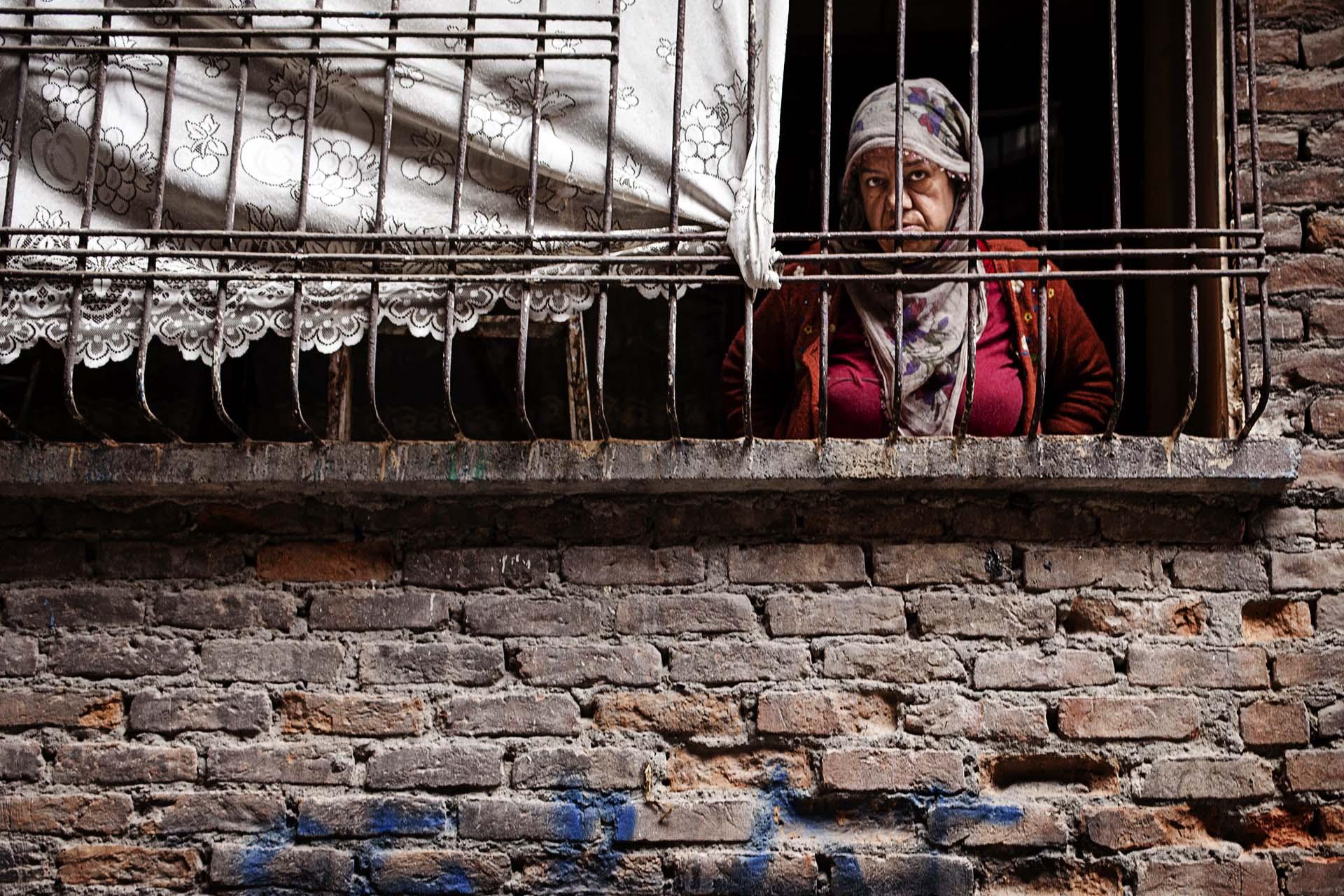 Muchos civiles se siente presos en sus propias casas por el acoso policial.