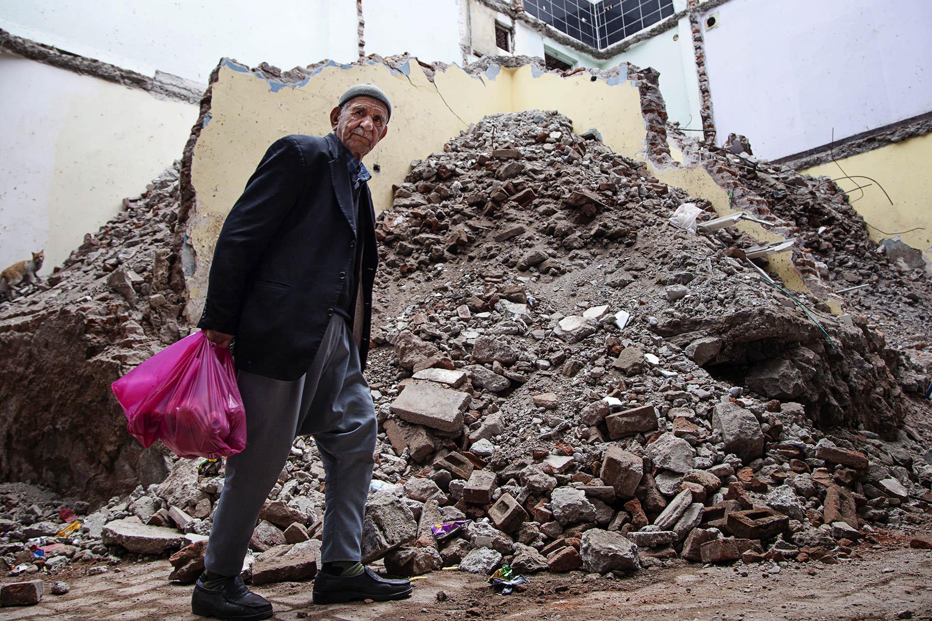Cientos de edificios civiles han sido destruídos por bombardeos del ejército turco en su lucha contra el PKK.