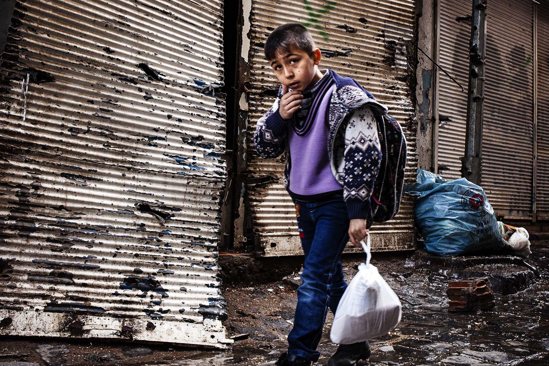 Mas de 50 niños han muerto durante los toques de queda en Bakur.