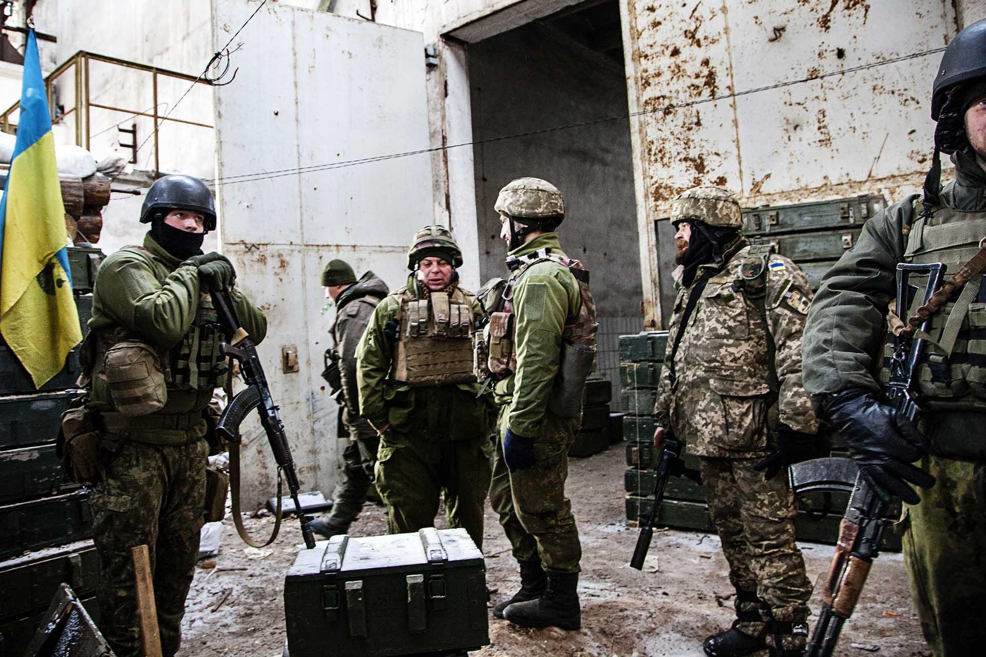 Soldados ucranianos en el frente.