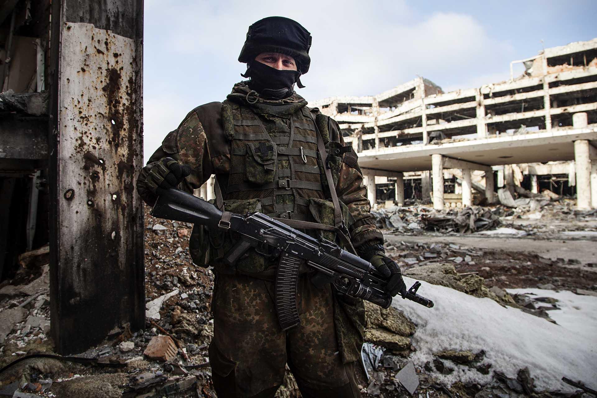 Soldado de la RPD en el Aeropuerto de Donetsk.